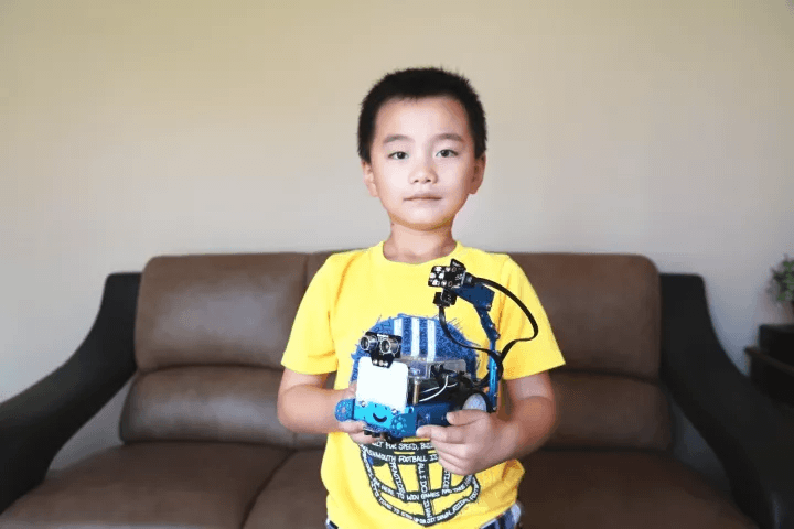 The Hero of Today: A 6-year-old Programmer