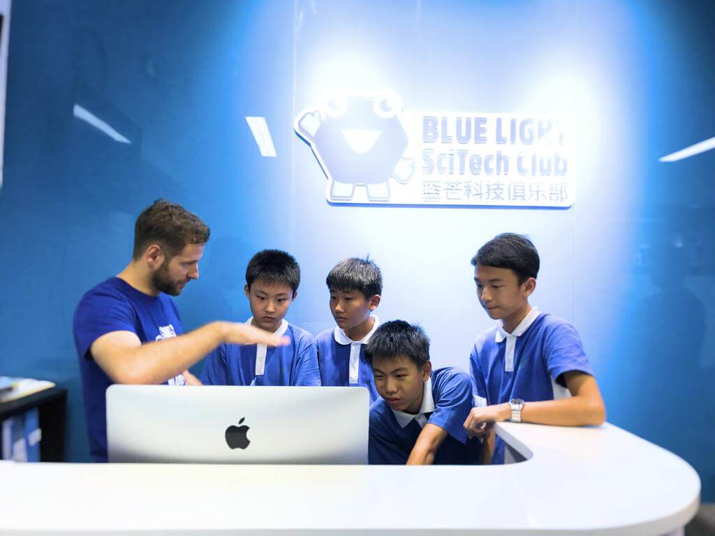 How Blue Light SciTech Club Adopted Makeblock Neuron Creative Lab Kit for STEAM Education